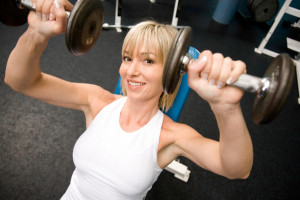 woman-lifting-weights